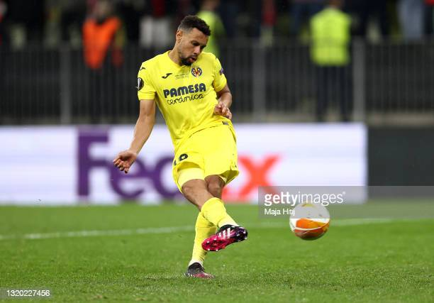 Francis Coquelin of Villarreal scores their team's eighth penalty in the penalty shoot out during the UEFA Europa League Final between Villarreal CF...