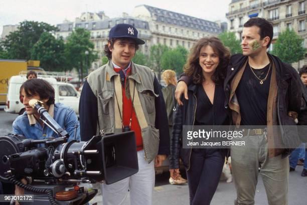 Francis Huster et Maruschka Detmers avec le réalisateur Paul Boujenah lors du tournage du film 'Le Faucon' le 30 mai 1983 à Paris France