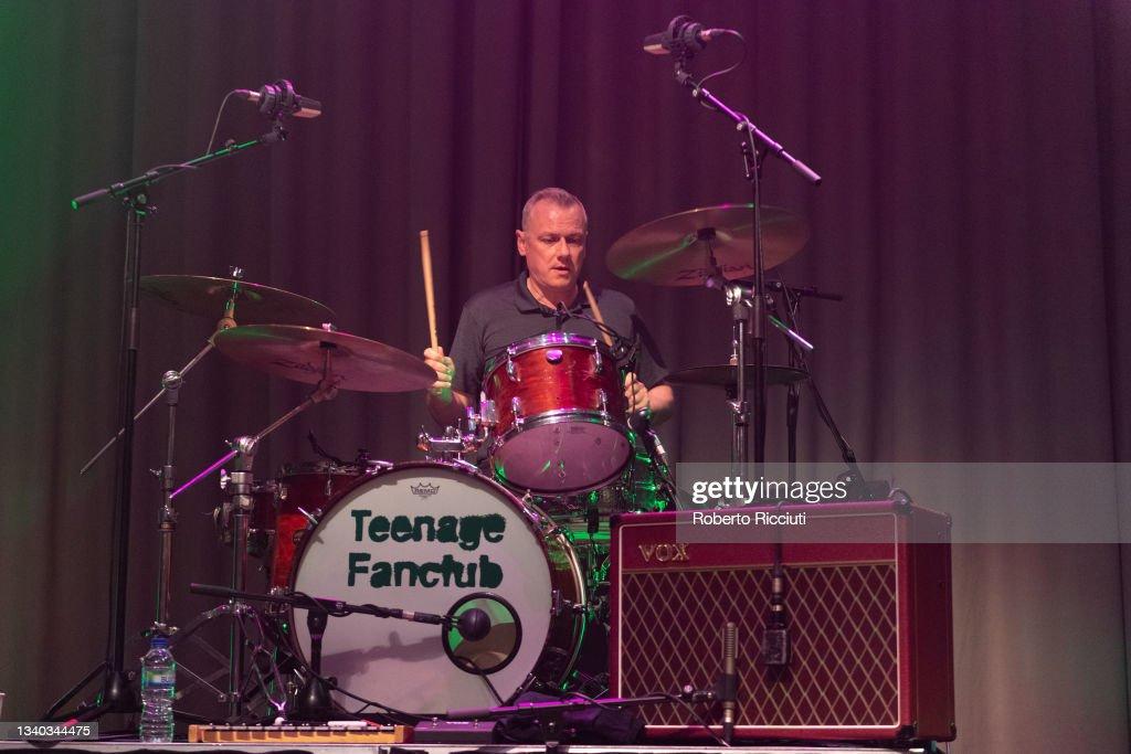 Teenage Fanclub Perform At Assembly Rooms, Edinburgh : News Photo