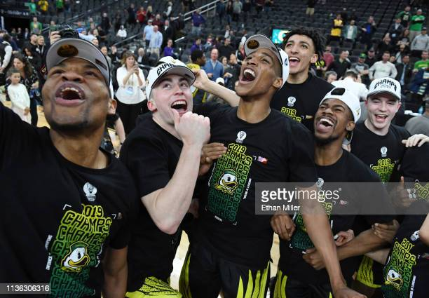 Francis Okoro Payton Pritchard Kenny Wooten Miles Norris Victor Bailey Jr #10 and Luke Osborn of the Oregon Ducks celebrate on the court after their...