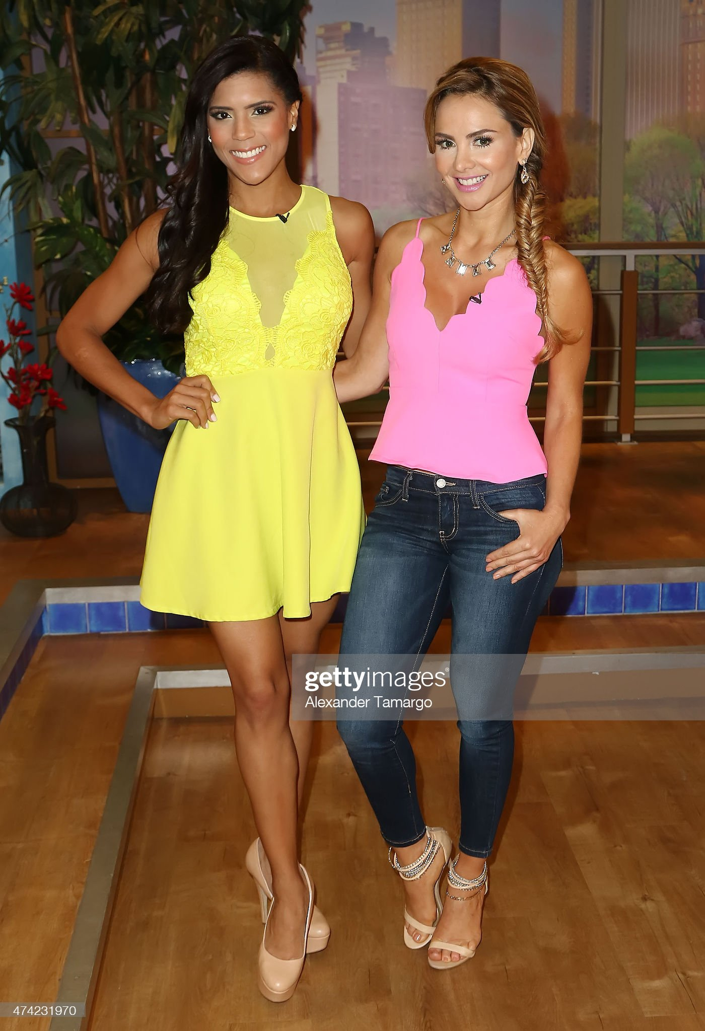 ¿Cuánto mide Ximena Córdoba? - Altura - Real height Francisca-lachapel-and-ximena-cordoba-are-seen-on-the-set-of-america-picture-id474231970?s=2048x2048