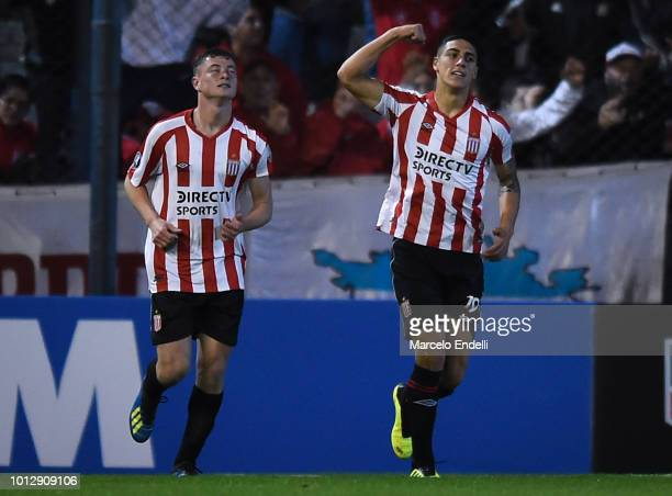 Francisco Apaolaza of Estudiantes La Plata celebrates with teammate after scoring the first goal of his team during a round of sixteen first leg...