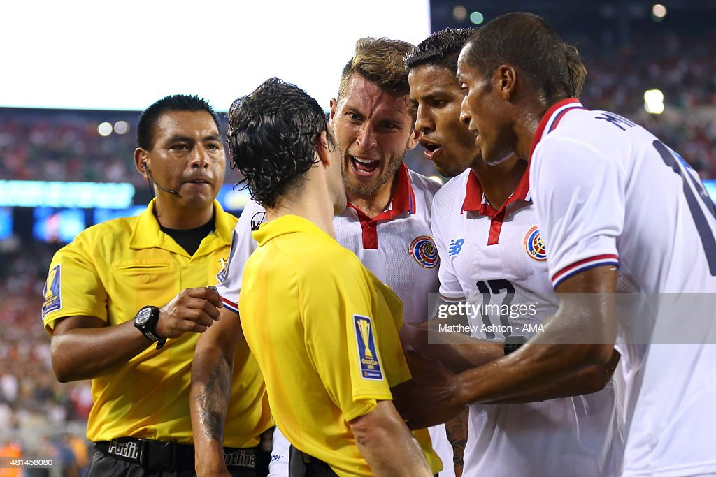 Francisco Calvo, Johan Venegas and Junior Diaz of Costa Rica appeal to the assistant referee about the last minute penalty awarded to Mexico during the Gold Cup Quarter Final between Mexico and Costa Rica at MetLife Stadium on July 19, 2015 in East Rutherford, New Jersey.