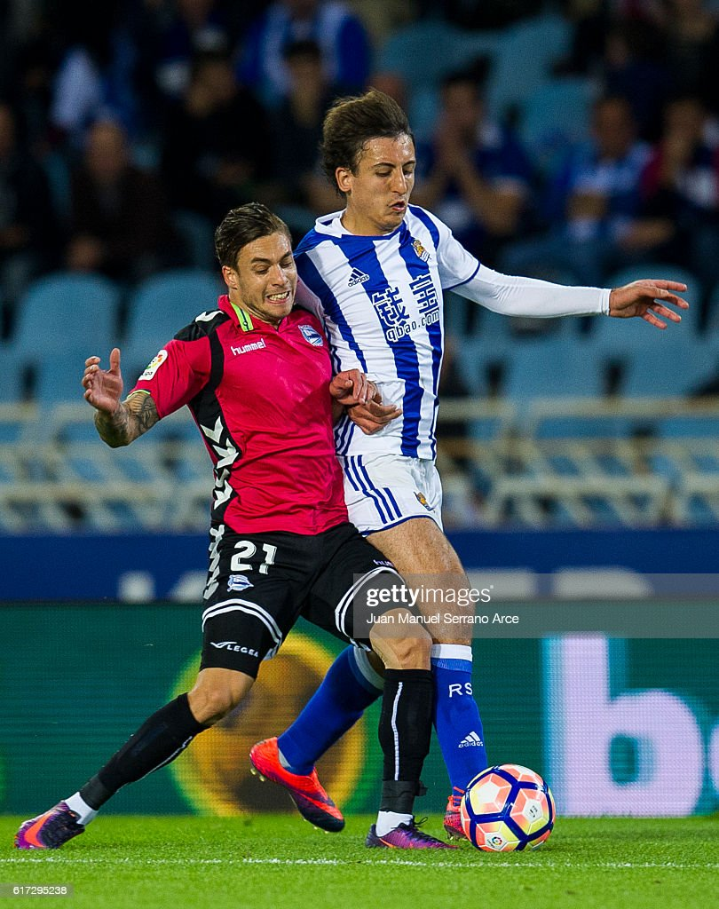Francisco Femenia of Deportivo Alaves duels for the ball with Mikel Oyarzabal of Real Sociedad during the La Liga match between Real Sociedad de Futbol and Deportivo Alaves at Estadio Anoeta on October 22, 2016 in San Sebastian, Spain.