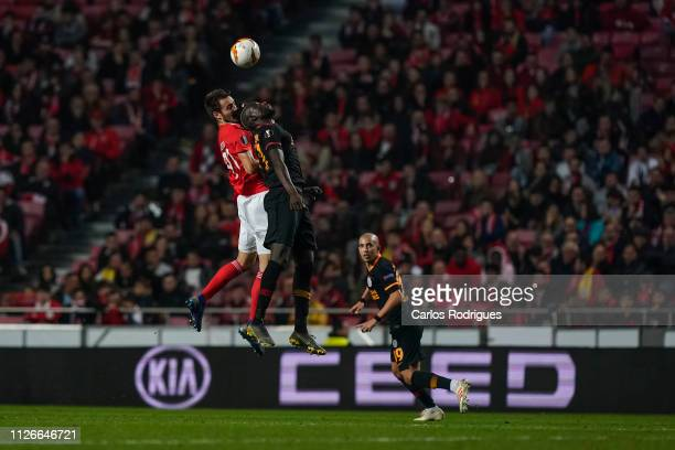 Francisco Ferreira of SL Benfica vies with Henry Onyekuruof Galatasaray for the ball possession during the UEFA Europa League Round of 32 Second Leg...