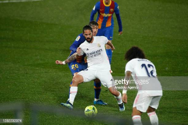 """Francisco """"Isco"""" Alarcon of Real Madrid and Sergi Roberto of FC Barcelona in action during the Spanish league, La Liga, football match played between..."""