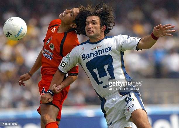 Francisco 'Kikin' Fonseca jugador del equipo de Pumas de la Universidad disputa el balon con Jorge Manrique jugador del equipo de Jaguares de Chiapas...
