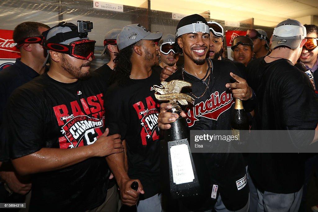 ALCS - Cleveland Indians v Toronto Blue Jays - Game Five : News Photo