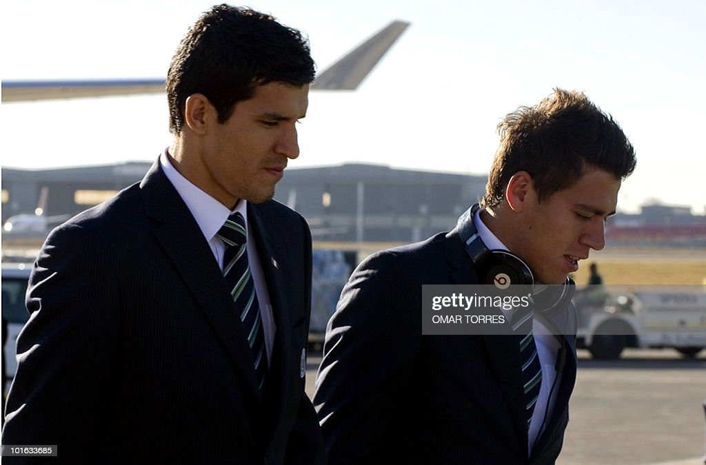 Francisco 'Maza' Rodriguez (L) and Hector Moreno of the Mexican national football team arrive at the O.R. Tambo airport in Johannesburg on June 5, 2010. Mexico will play the first World cup 2010 football match against South Africa on June 11. AFP PHOTO/Omar TORRES