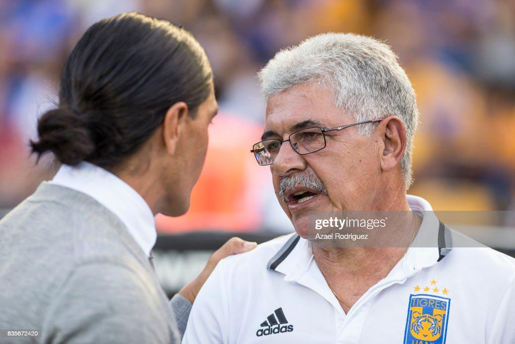 Francisco Palencia, coach of Pumas, talks to Ricardo 'Tuca' Ferretti, coach of Tigres, prior the 5th round match between Tigres and Pumas as part of the Torneo Apertura 2017 Liga MX at Universitario Stadium on August 19, 2017 in Monterrey, Mexico.