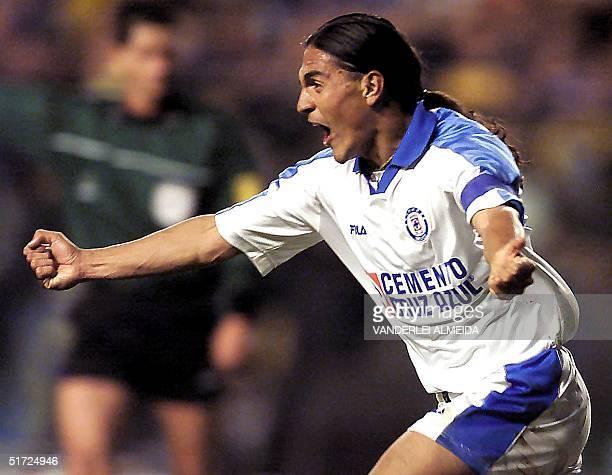 Francisco Palencia of Mexico's Cruz Azul celebrates his goal against Argentina's Boca Juniors 28 June 2001 during the finals of the Copa Libertadores...