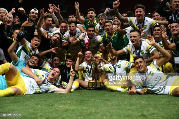 Francisco Pizzini and teammates of Defensa y Justicia celebrate with the trophy after winning a penalty shootout after a match between Palmeiras and...