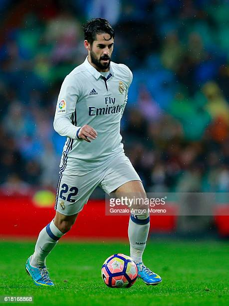 Francisco Roman Alarcon alias Isco of Real Madrid CF controls the ballduring the La Liga match between Real Madrid CF and Athletic Club de Bilbao at...