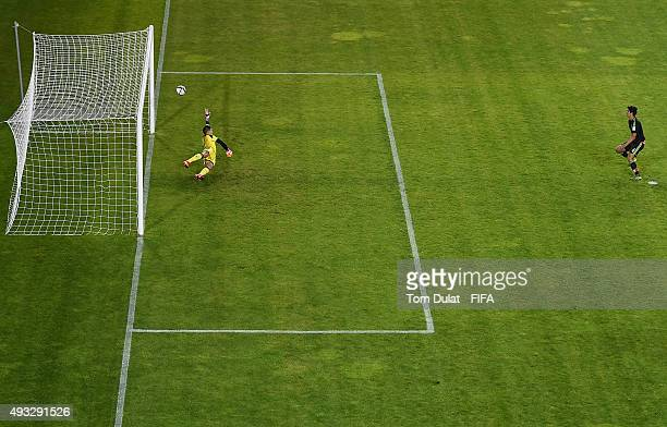 Francisco Venegas of Mexico scores a goal during the FIFA U17 World Cup Chile 2015 Group C match between Mexico and Argentina at Estadio Nelson...