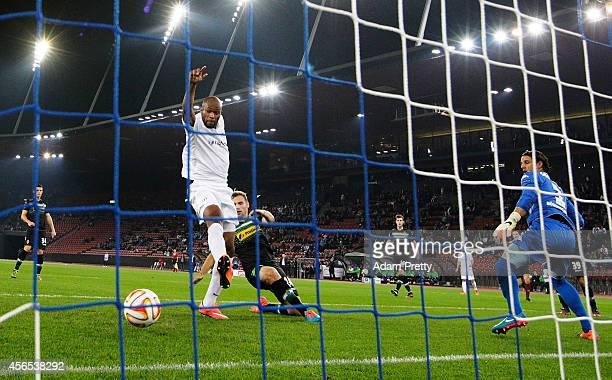 Franck Etoundi of Zurich scores a goal during the UEFA Europa League match between FC Zurich and VfL Borussia Monchengladbach at Stadion Letzigrund...