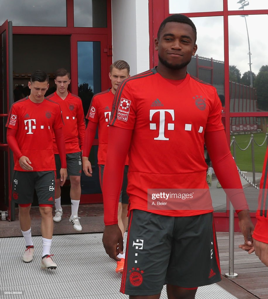 Franck Evina (R) and colleagues of FC Bayern Muenchen arrive for a training session at the club's Saebener Strasse training ground on May 17, 2018 in Munich, Germany.