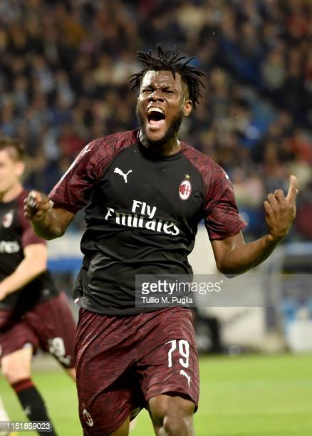 Franck Kessie of AC Milan celebrates after scoring his side third goal during the Serie A match between Spal and AC Milan at Stadio Paolo Mazza on...
