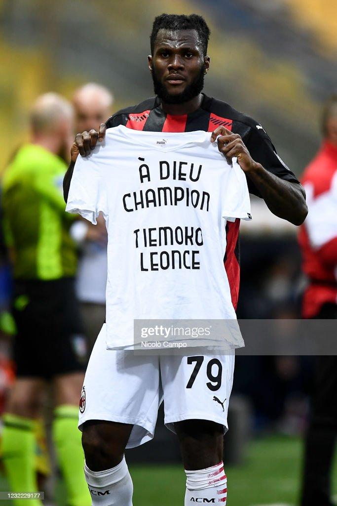 Franck Kessie of AC Milan celebrates holding a t-shirt reading ...