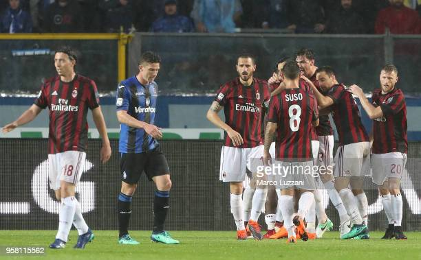 Franck Kessie of AC Milan celebrates with his teammates after scoring the opening goal during the Serie A match between Atalanta BC and AC Milan at...
