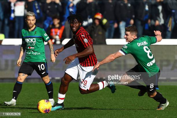 Franck Kessie of AC Milan competes for the ball with Robin Gosens of Atalanta BC during the Serie A match between Atalanta BC and AC Milan at Gewiss...