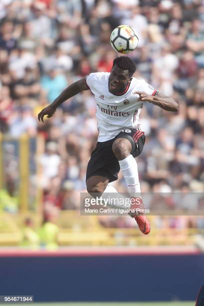 Franck Kessie of AC Milan heads the ball during the serie A match between Bologna FC and AC Milan at Stadio Renato Dall'Ara on April 29 2018 in...