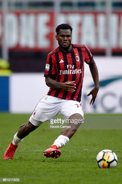 Franck Kessie of AC Milan in action during the Serie A football match between AC Milan and ACF Fiorentina AC Milan won 51 over ACF Fiorentina