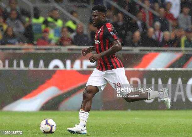 Franck Kessie of AC Milan in action during the serie A match between AC Milan and AS Roma at Stadio Giuseppe Meazza on August 31 2018 in Milan Italy