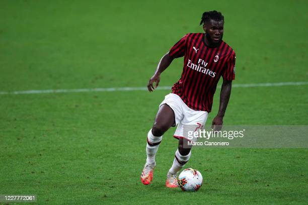 Franck Kessie of Ac Milan in action during the Serie A match between Ac Milan and Atalanta Bergamasca Calcio The match end in a tie 11