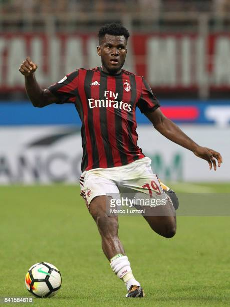 Franck Kessie of AC Milan in action during the Serie A match between AC Milan and Cagliari Calcio at Stadio Giuseppe Meazza on August 27 2017 in...