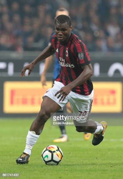 Franck Kessie of AC Milan in action during the Serie A match between FC Internazionale and AC Milan at Stadio Giuseppe Meazza on October 15 2017 in...