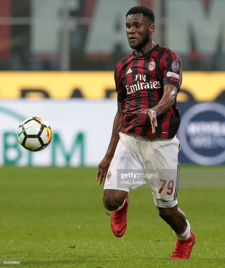 Franck Kessie of AC Milan in action during the serie A match between AC Milan and FC Internazionale at Stadio Giuseppe Meazza on April 4, 2018 in Milan, Italy.