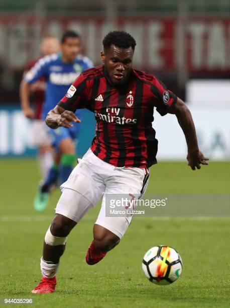 Franck Kessie of AC Milan in action during the serie A match between AC Milan and US Sassuolo at Stadio Giuseppe Meazza on April 8 2018 in Milan Italy