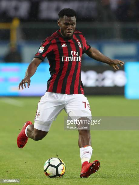 Franck Kessie of AC Milan in action during the serie A match between Atalanta BC and AC Milan at Stadio Atleti Azzurri d'Italia on May 13 2018 in...