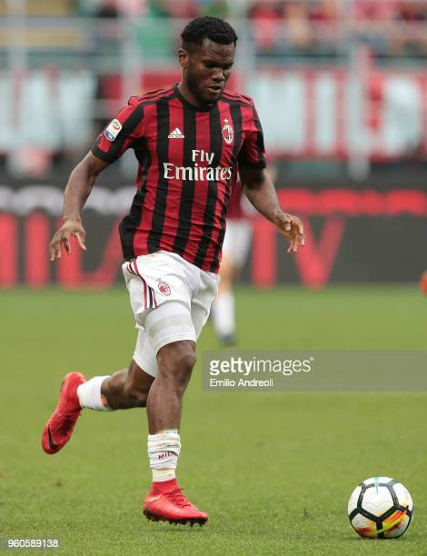 Franck Kessie of AC Milan in action during the serie A match between AC Milan and ACF Fiorentina at Stadio Giuseppe Meazza on May 20 2018 in Milan...