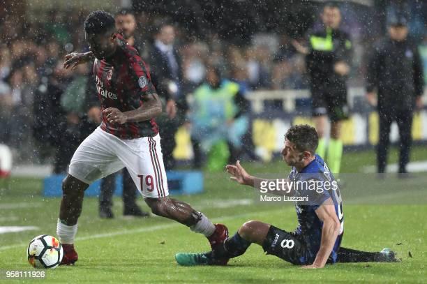 Franck Kessie of AC Milan is challenged by Robin Gosens of Atalanta BC during the serie A match between Atalanta BC and AC Milan at Stadio Atleti...