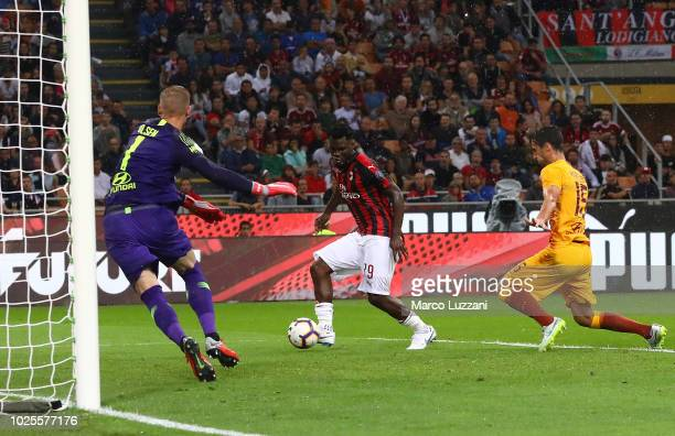 Franck Kessie of AC Milan scores the opening goal during the serie A match between AC Milan and AS Roma at Stadio Giuseppe Meazza on August 31 2018...