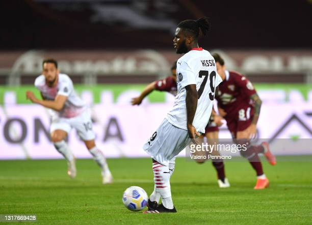 Franck Kessie of A.C. Milan scores their side's second goal from the penalty spot during the Serie A match between Torino FC and AC Milan at Stadio...