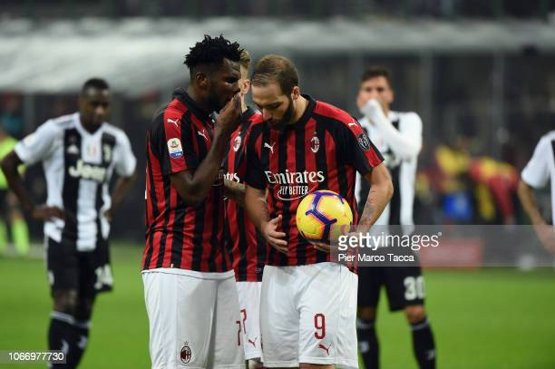 Franck Kessie of AC Milan speaks with Gonzalo Higuain of AC Milan during the Serie A match between AC Milan and Juventus at Stadio Giuseppe Meazza on...