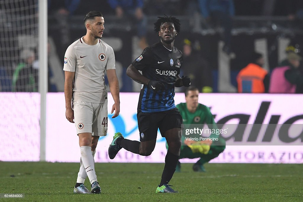 Franck Kessie (C) of Atalanta BC celebrates his goal during the Serie A match between Atalanta BC and AS Roma at Stadio Atleti Azzurri d'Italia on November 20, 2016 in Bergamo, Italy.