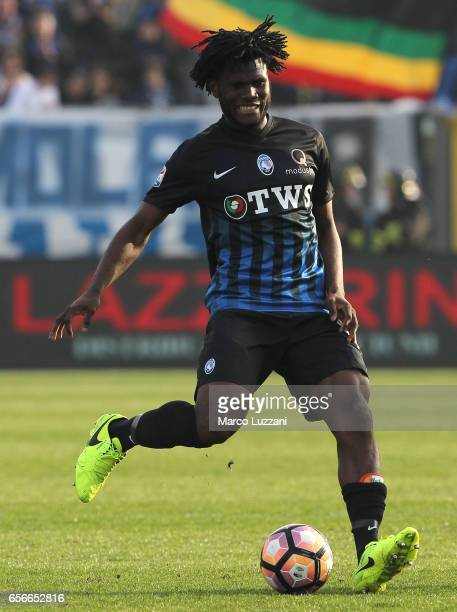 Franck Kessie of Atalanta BC in action during the Serie A match between Atalanta BC and Pescara Calcio at Stadio Atleti Azzurri d'Italia on March 19...