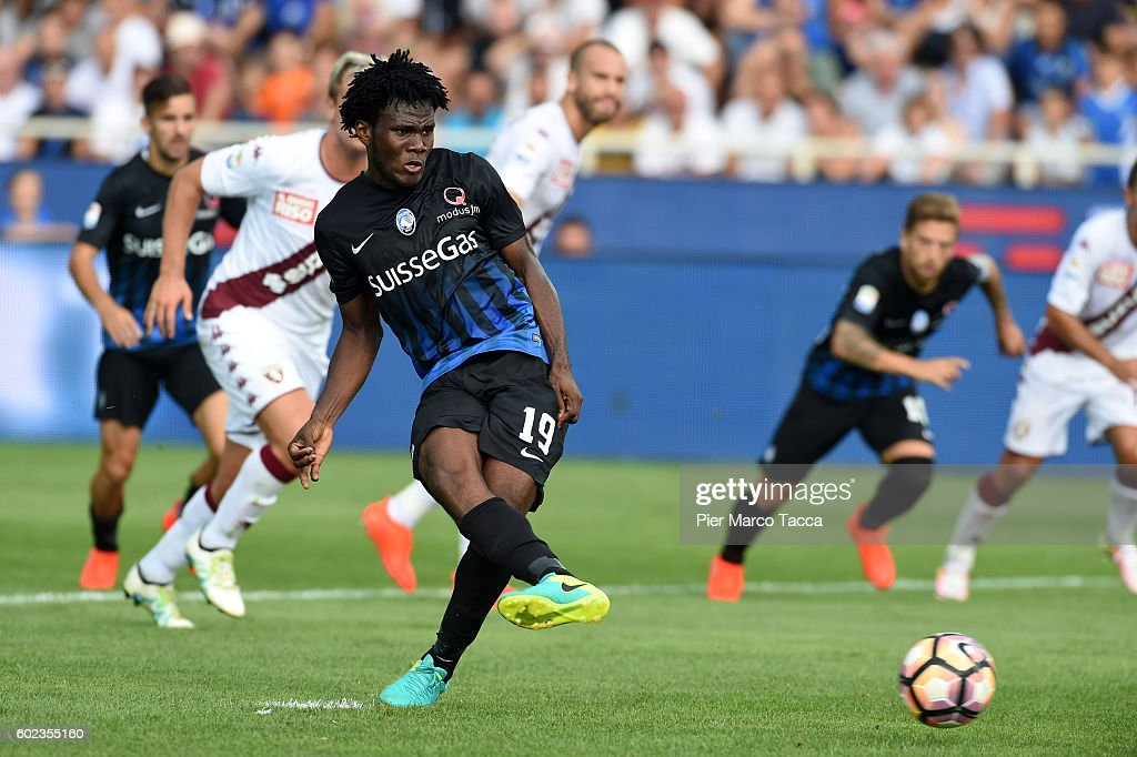 Franck Kessie of Atalanta BC scores to make it 2-1 from the penalty spot during the Serie a match between Atalanta BC and FC Torino at Stadio Atleti Azzurri d'Italia on September 11, 2016 in Bergamo, Italy.