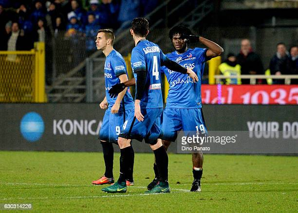 Franck Kessie of Empoli celebrates after scoring his team's first goal during the Serie A match between Atalanta BC and Empoli FC at Stadio Atleti...