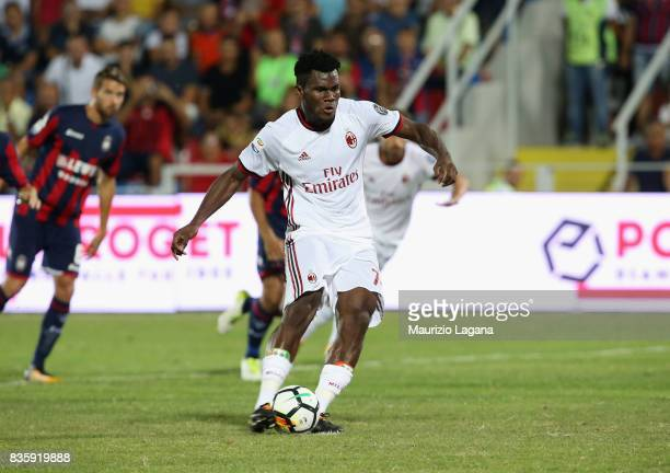 Franck Kessie of Milan scores the opening goal with penalty during the Serie A match between FC Crotone and AC Milan on August 20 2017 in Crotone...
