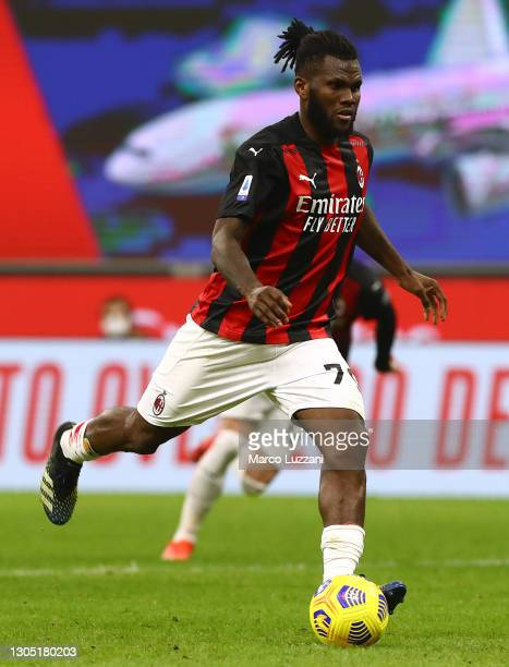 Franck Kessie of Milan scores their team's first goal during the Serie A match between AC Milan and Udinese Calcio at Stadio Giuseppe Meazza on March...