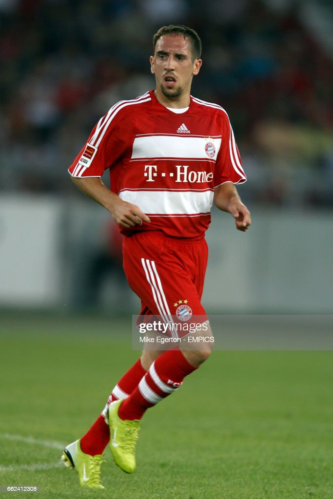 Soccer - Premiere League Cup - Semi-Final - VfB Stuttgart v Bayern Munich - Gottlieb-Daimler Stadium : News Photo