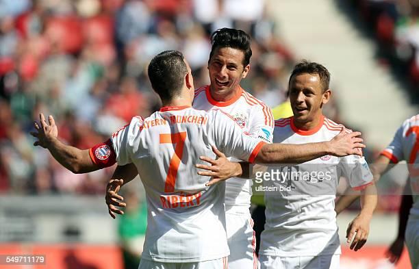 Franck Ribery, Claudio Pizarro, Rafinha, Jubel, Freude, Emotion nach Tor zum 0:2 durch Franck Ribery, Aktion , Hannover 96 - FC Bayern Muenchen...