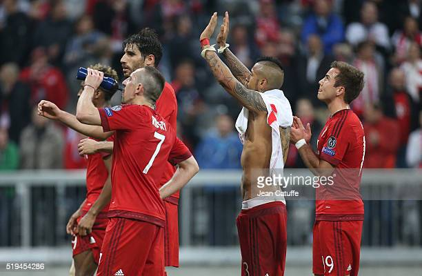 Franck Ribery Javi Martinez Arturo Vidal Mario Goetze of Bayern Muenchen thank the supporters following the UEFA Champions League quarter final first...