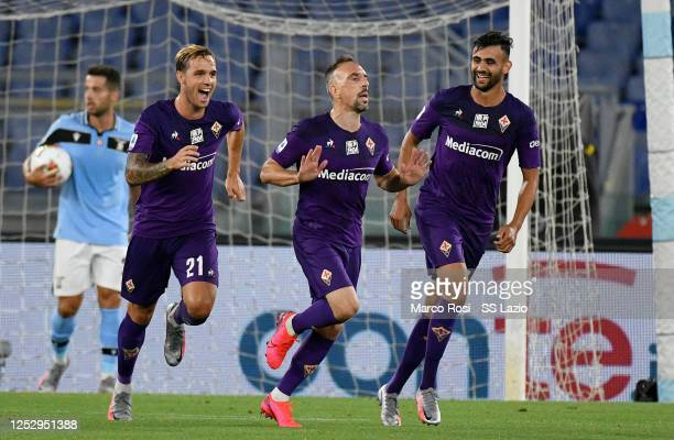 Franck Ribery of ACF Fiorentina celebrates after scoring the opening goal with his teammates during the Serie A match between SS Lazio and ACF...