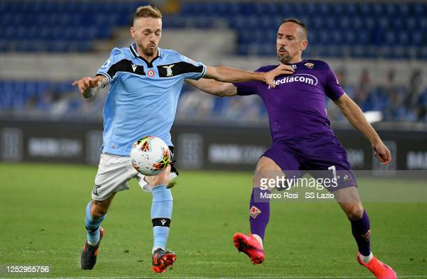 Franck Ribery of ACF Fiorentina compete for the ball with Manuel Lazzari of SS Lazio during the Serie A match between SS Lazio and ACF Fiorentina at...