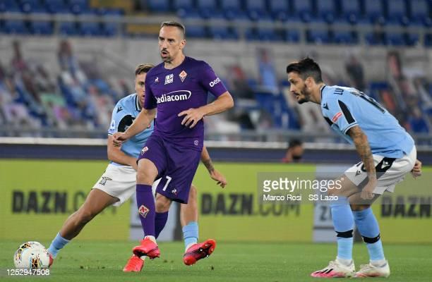 Franck Ribery of ACF Fiorentina kicks the ball against Luis Alberto of SS Lazio during the Serie A match between SS Lazio and ACF Fiorentina at...